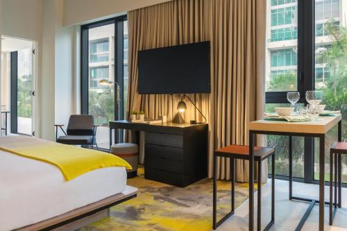A television and/or entertainment centre at Hyde Suites Midtown