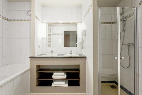 A bathroom at Fletcher Hotel-Restaurant Emmen