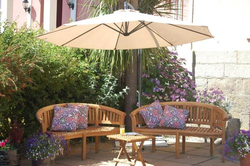 A porch or other outdoor area at Warwick House
