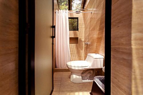 A bathroom at Jungle Lodge Tikal Hostal