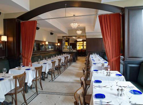 A restaurant or other place to eat at Beacon Hill Hotel