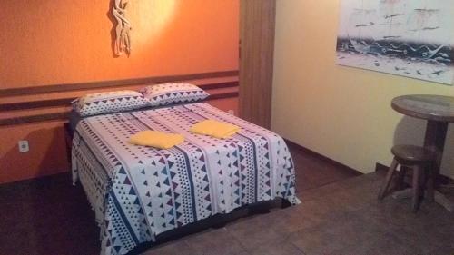 Cama ou camas em um quarto em Suítes Casa Verde