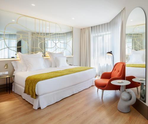 Llit o llits en una habitació de Barceló Torre de Madrid