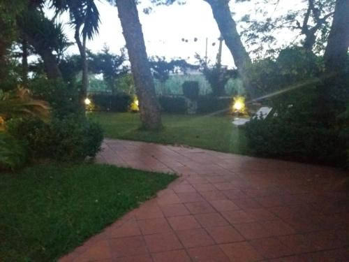 A garden outside B&B Arechi