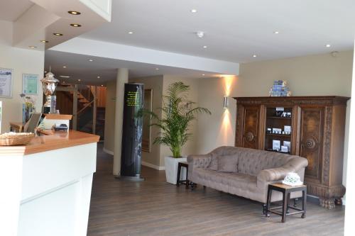 Lobby/Rezeption in der Unterkunft Fletcher Hotel Restaurant De Witte Raaf