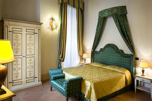 A bed or beds in a room at Antica Dimora alla Rocca