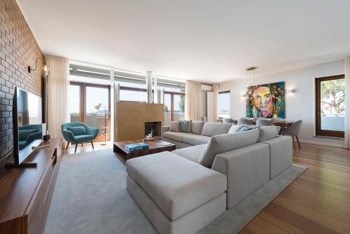 A seating area at Atlantic House - Waterfront Luxury Home