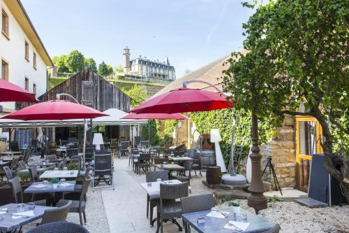 A restaurant or other place to eat at Le Domaine de Rouffach