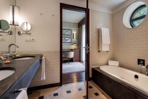 Un baño de Terra Nostra Garden Hotel