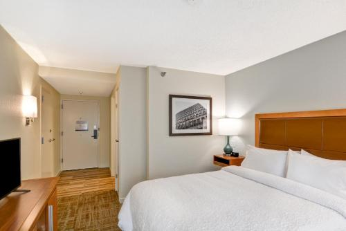 A bed or beds in a room at Hampton Inn Columbia-I-26 Airport