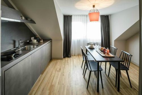 Küche/Küchenzeile in der Unterkunft Bold Hotel Frankfurt Messe