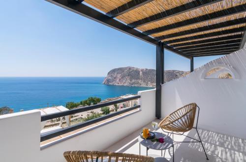 A balcony or terrace at Psaravolada Hotel Milos