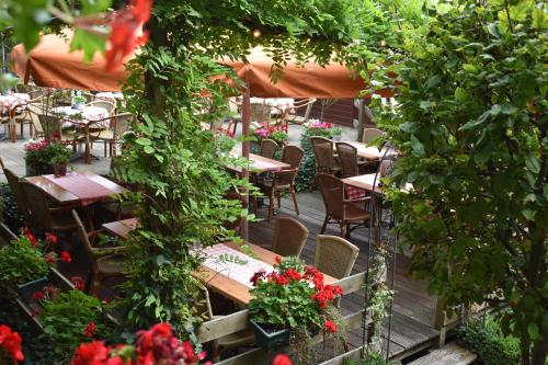 A restaurant or other place to eat at Hotel De Vrouwe van Stavoren