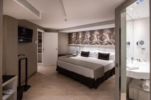 Säng eller sängar i ett rum på Catalonia Sagrada Familia