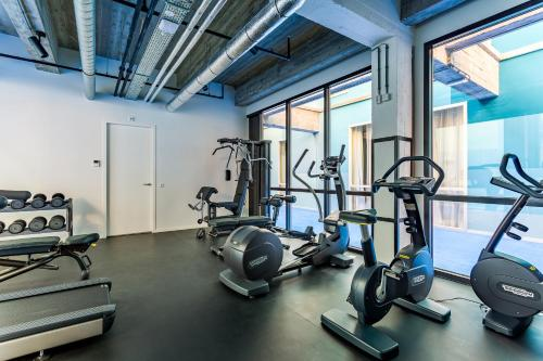 The fitness centre and/or fitness facilities at Room Mate Bruno