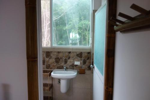 Un baño de Casa Gaia Mompiche
