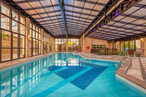 The swimming pool at or near Mercure Sao Paulo Pinheiros