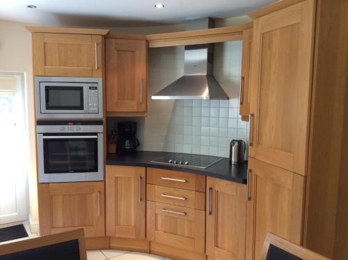 A kitchen or kitchenette at Craig Cottage