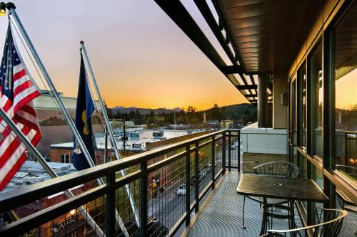 A balcony or terrace at Oxford Hotel Bend