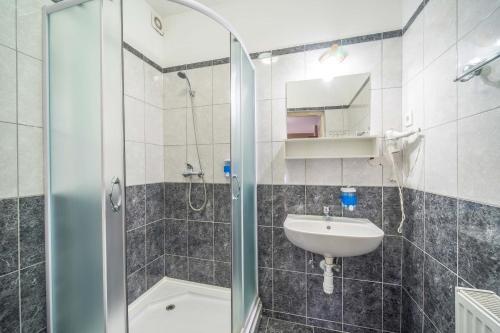 A bathroom at Silver Hotel Budapest City Center