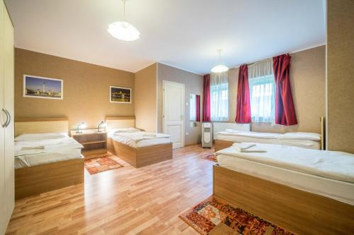 A bed or beds in a room at Silver Hotel Budapest City Center