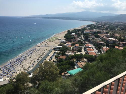 Vista aerea di Hotel Baia Dell'Est