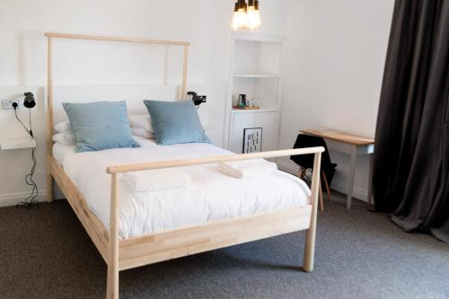 A bed or beds in a room at The Black Fox