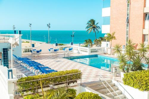 A view of the pool at Hotel Sonata de Iracema or nearby