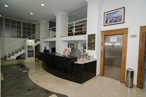 The lobby or reception area at Hotel Indaiá