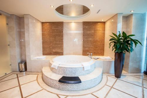 A bathroom at Rixos The Palm Hotel & Suites - Ultra All Inclusive