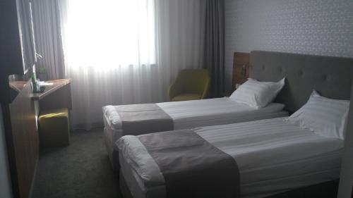 Łóżko lub łóżka w pokoju w obiekcie Abton Hotel