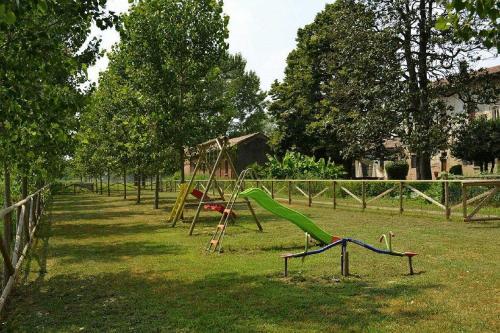 Area giochi per bambini di Agriturismo Fiamberta