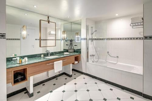 Un baño de Hilton Imperial Dubrovnik