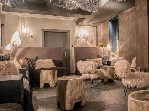 منطقة جلوس في فندق بلوسي