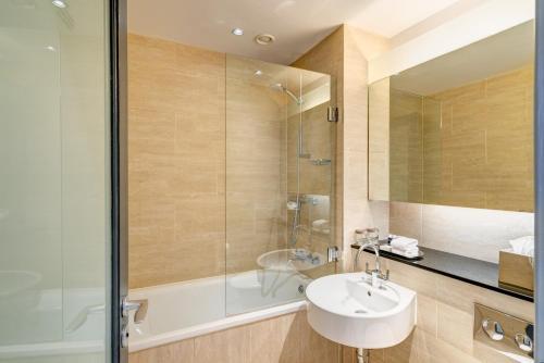 A bathroom at Apex Grassmarket Hotel