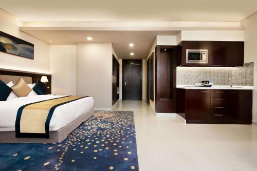 Кровать или кровати в номере Wyndham Garden Manama