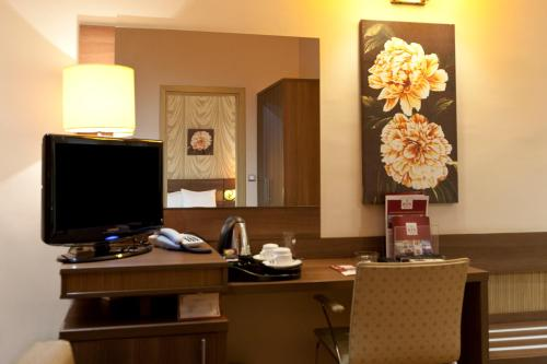 A television and/or entertainment centre at RIN Central Hotel
