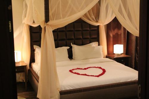 Cama ou camas em um quarto em شقق درر رامه 5