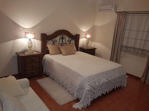 A bed or beds in a room at Casa Das Aguas Ferreas