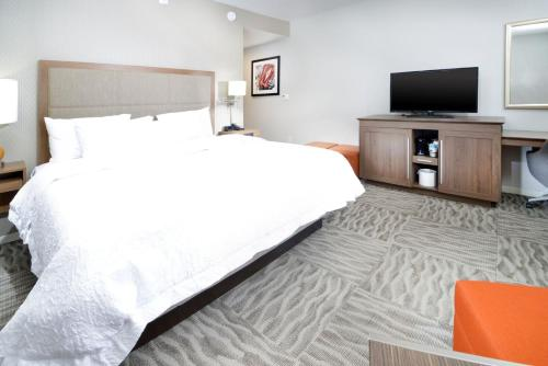 A bed or beds in a room at Hampton Inn Opelousas
