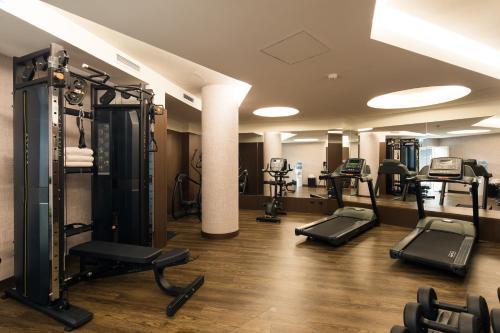 Het fitnesscentrum en/of fitnessfaciliteiten van Pestana Porto - A Brasileira, City Center & Heritage Building