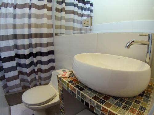 A bathroom at Flying Dog Hostel