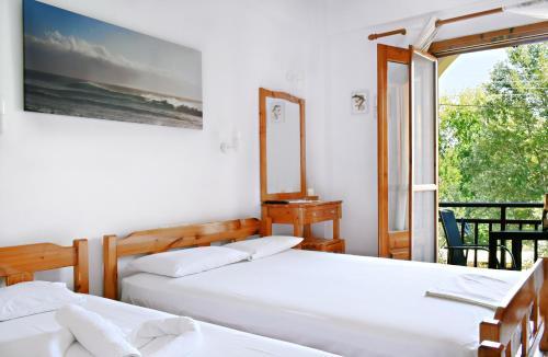 Кровать или кровати в номере Hotel Alexandros