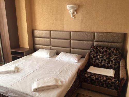 """Кровать или кровати в номере Отель """"Мраморный замок"""""""