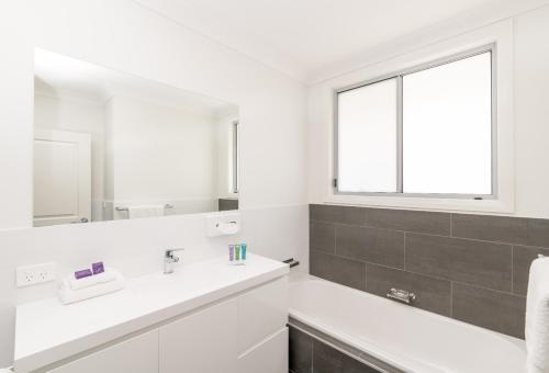 A bathroom at Wallsend on Longworth