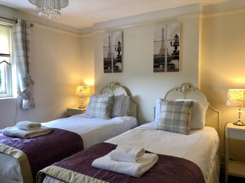 A bed or beds in a room at Rowley Manor