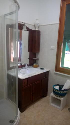 A bathroom at La Perla delle 5 Terre