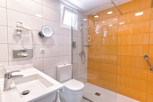 Un baño de BULL Escorial & SPA