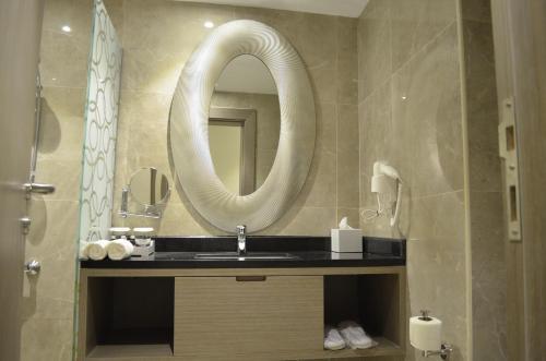 Um banheiro em ION Hotel
