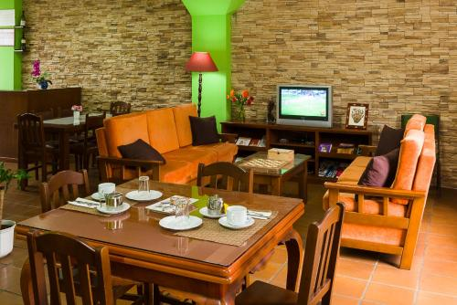 A restaurant or other place to eat at Pension ARCA